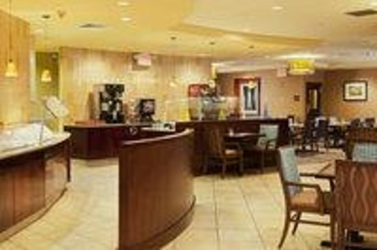Radisson Hotel JFK Airport: Restaurant- Cafe 140