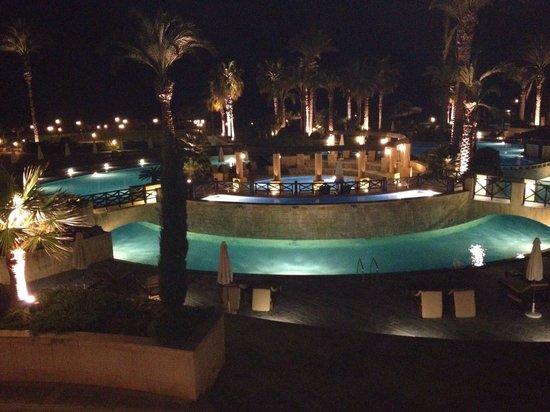 Elysium Hotel: Hotel in Evening