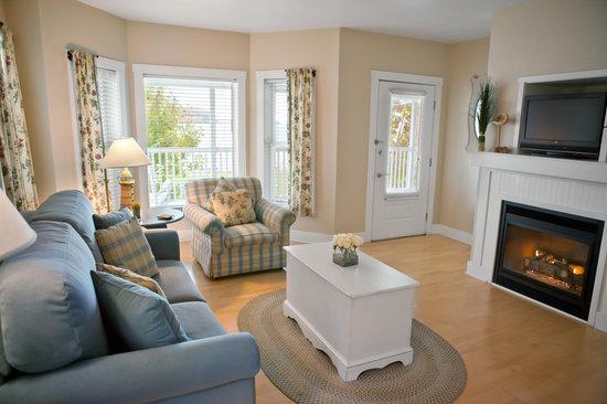 Edgewater Resort: Premium Waterview Suite