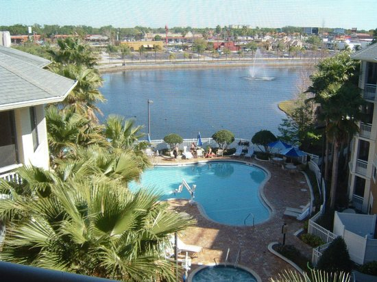 Wyndham Cypress Palms: Screened in balcony view of pool, pond