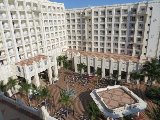 Hotel Riu Vallarta: courtyard