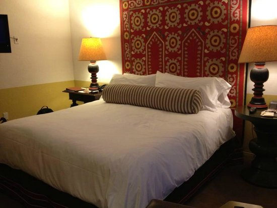 Colony Palms Hotel: Well-appointed rooms