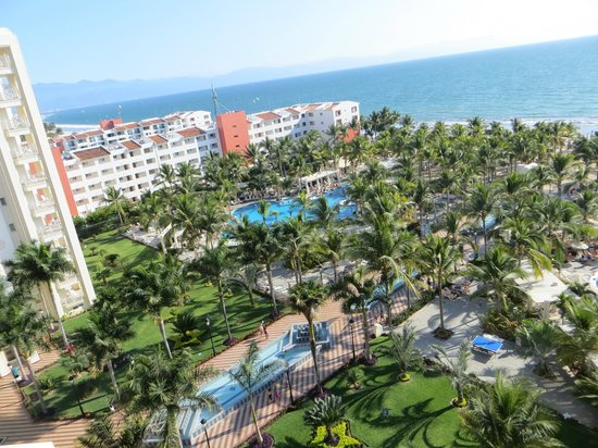 Hotel Riu Vallarta: view of pools from balcony