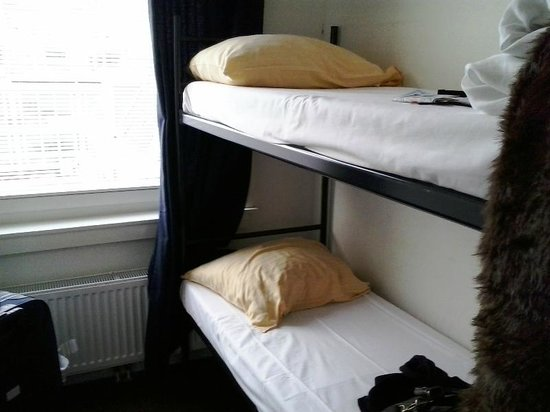 Amigo Budget Hostel: Two-bed room