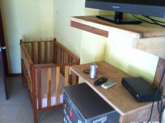 Bosque Zuma Lodge: Cuna en la habitación