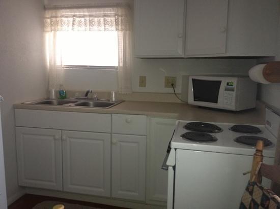 Sierra Vista Motel: Granny flat kitchenette