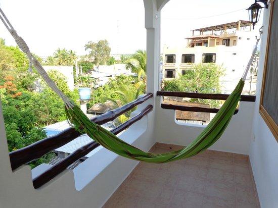 Galapagos Suites: Balcón con hamaca. Vista.