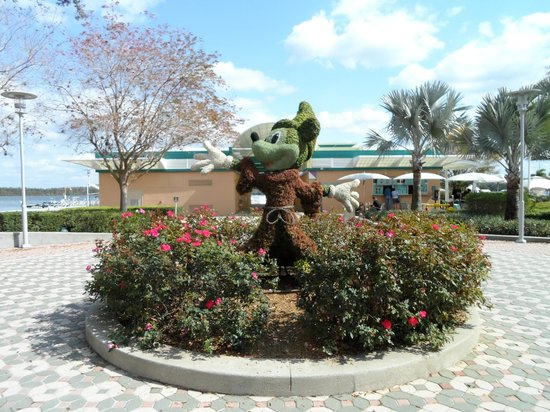 ‪‪Disney's Contemporary Resort‬: Sorceror Mickey Topiary‬