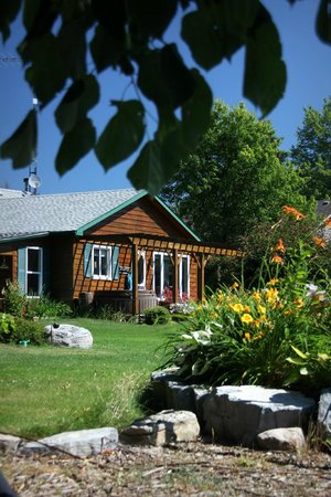 Howe Island B&B: View of the house, where the fantastic breakfast was served