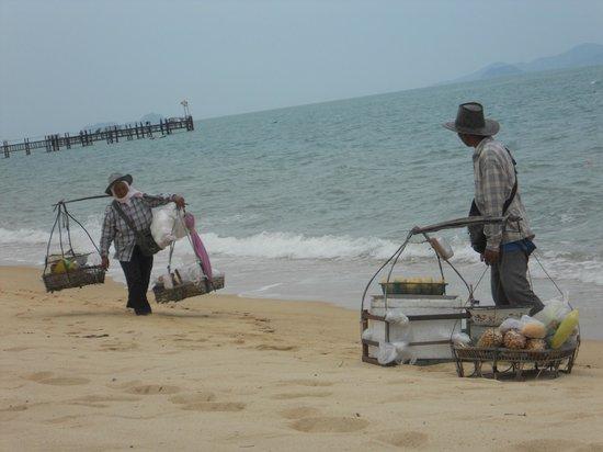 Samui Buri Beach Resort: Strandservice extern