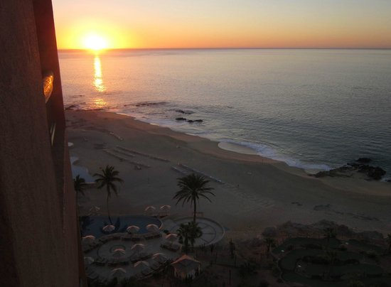 The Westin Los Cabos Resort Villas & Spa: Sunrise from the top floor