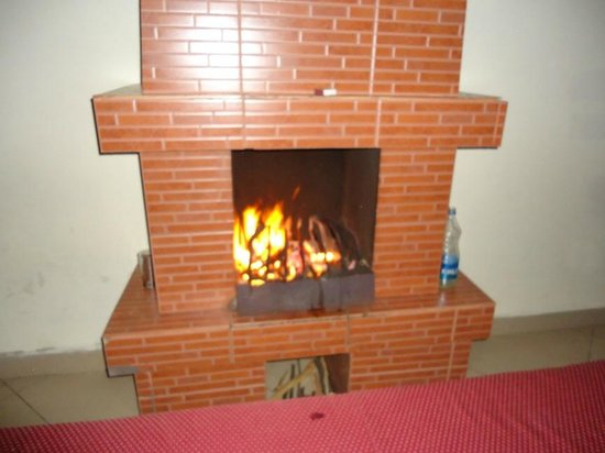 Hotel Lakeview: Fireplace.