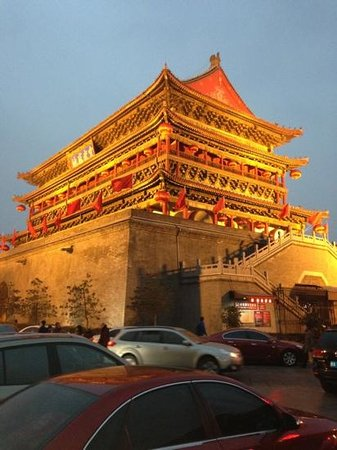 Wenyuan Hotel: Drum Tower at dusk, steps from hotel
