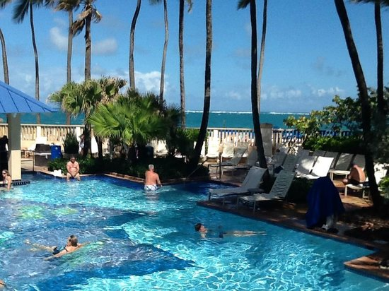 San Juan Marriott Resort & Stellaris Casino: Pool/Beach area