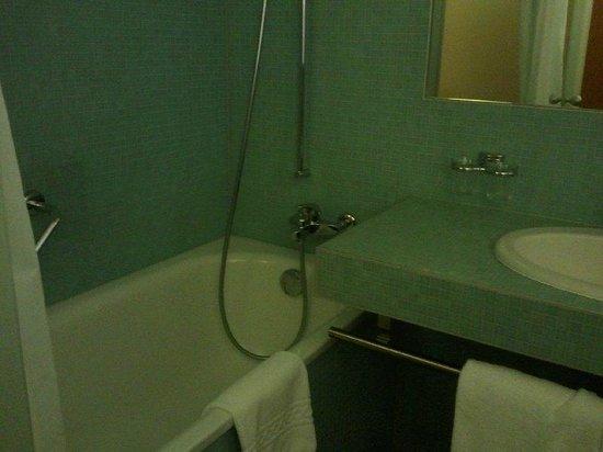 Cornavin Hotel Geneva: Bathroom