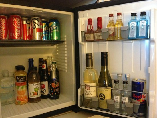 Kimpton Hotel Monaco Baltimore Inner Harbor: mini bar