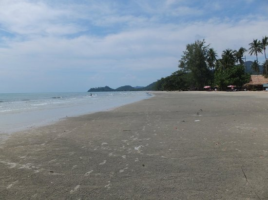 The Emerald Cove Koh Chang: Empty & quiet beach
