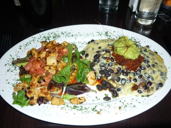 Rodeo Restaurant & Bar: Corn cakes with chicken salsa & chorizo and cheese.
