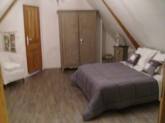 Écrainville, France : la chambre lin
