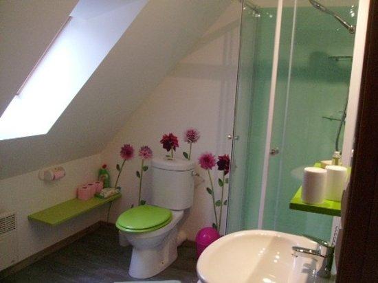 Écrainville, France : la salle de bain