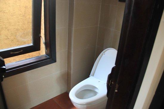 Lotus Village Resort: Есть фото только туалета, ванна отдельно
