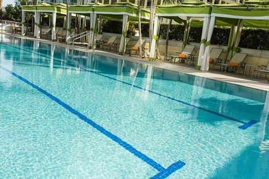 Conrad Miami: Pool and cabanas