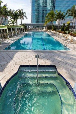 Conrad Miami: Jacuzzi and pool