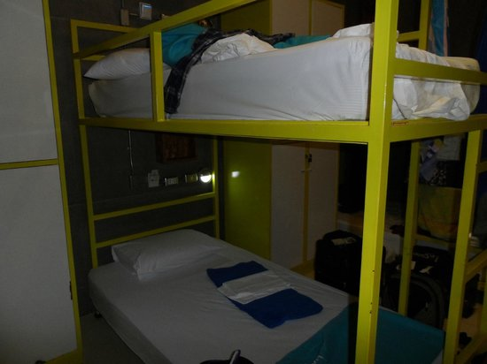 Lub d Bangkok Silom: 10 person women's dorm -