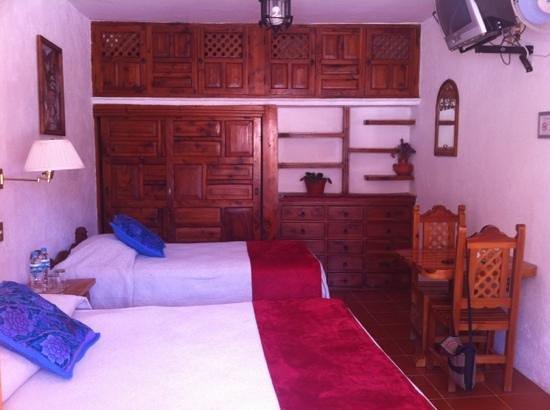 Hotel Mi Casita: chambre 9, rez de chaussée bien des rangement bon accès wifi