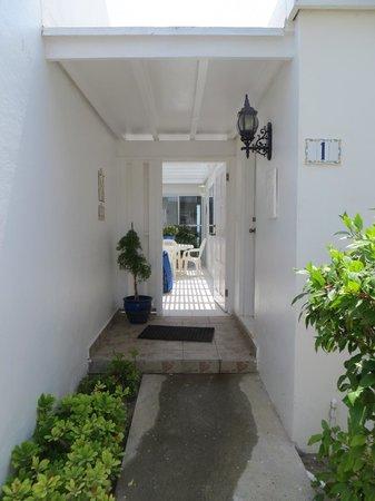 Beachside Villas : Front entry