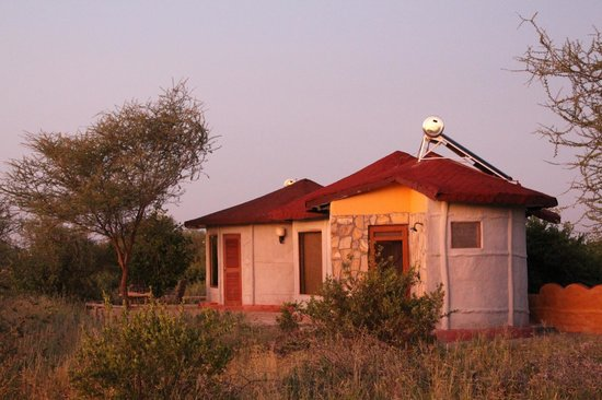 Osupuko Lodge: Parte trasera habitación