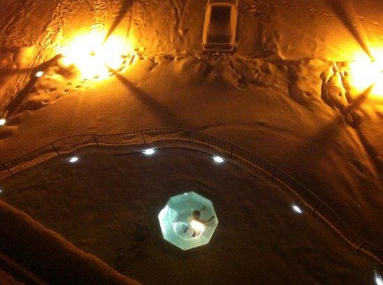 Szklarska Poreba, Polonia: widok z balkonu na jacuzzi zewnętrzne :-)