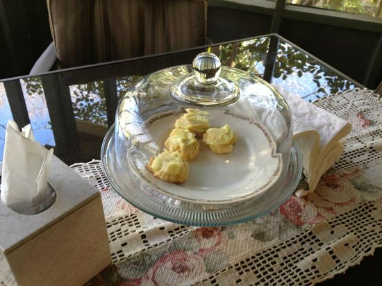 Two Wee Cottages Bed & Breakfast: Goodies on the porch