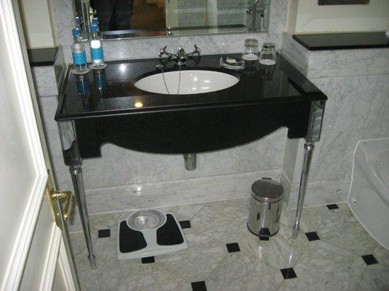 Grosvenor House, A JW Marriott Hotel: Half Bath