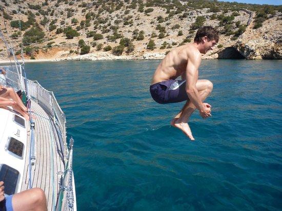 Νάξος, Ελλάδα: A FUNNY JUMP  IN RINA BAY