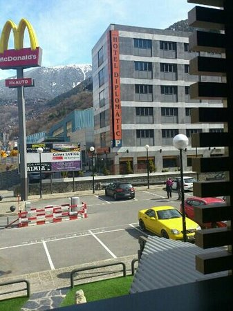 Zenit Diplomatic Hotel : hotel diplomátic, al lado de McDonald!