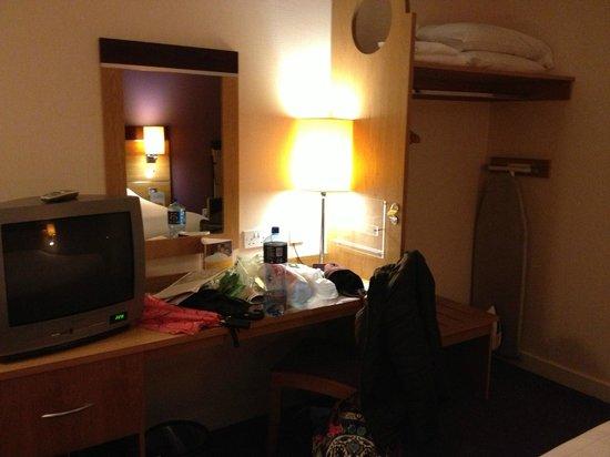 Premier Inn Dublin Airport Hotel: Room