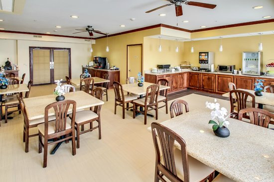 BEST WESTERN Geneseo Inn: Breakfast Room