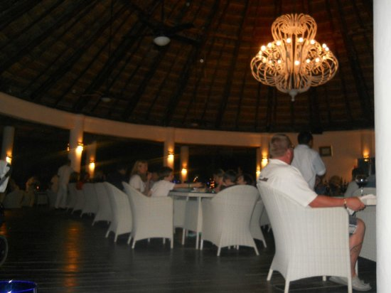 Sandos Caracol Eco Resort: Restaurante La Rivera