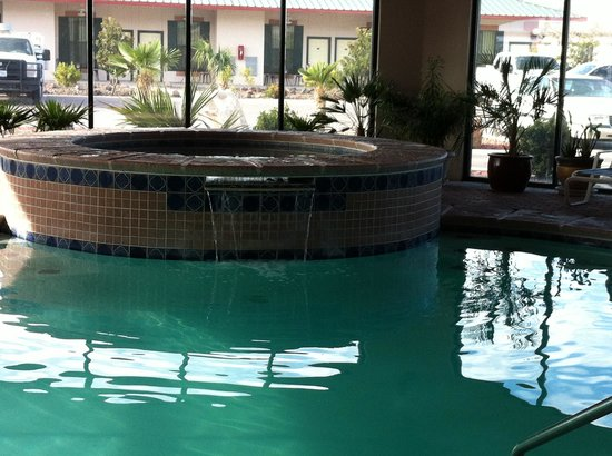 Best Western Plus Swiss Chalet Hotel & Suites: Pool and hot tub