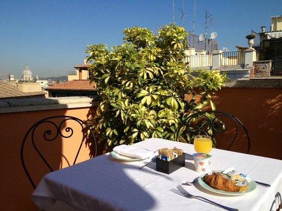 Hotel Concordia: Rooftop breakfast