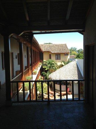 Hotel con Corazon : Uitzicht vanaf de galerij op de eerste verdieping