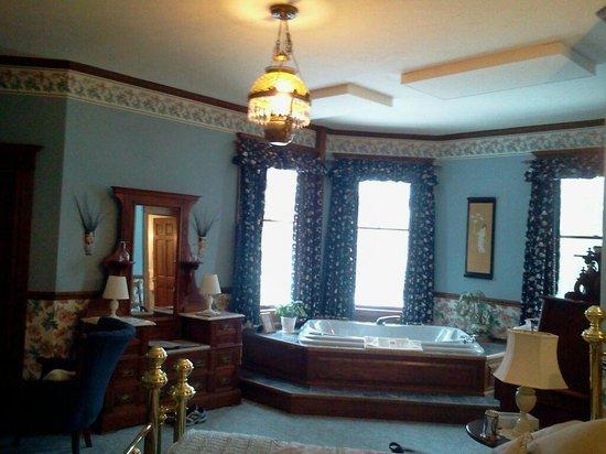Old Rittenhouse Inn: Beautiful Room 7