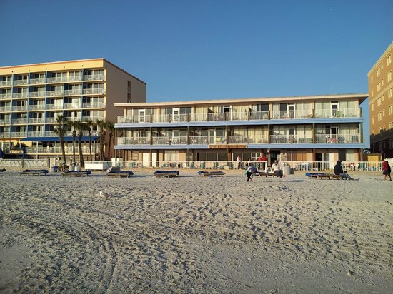 Sandalwood Beach Resort: From the water looking at Sandalwood, DoubleTree pictured to the left