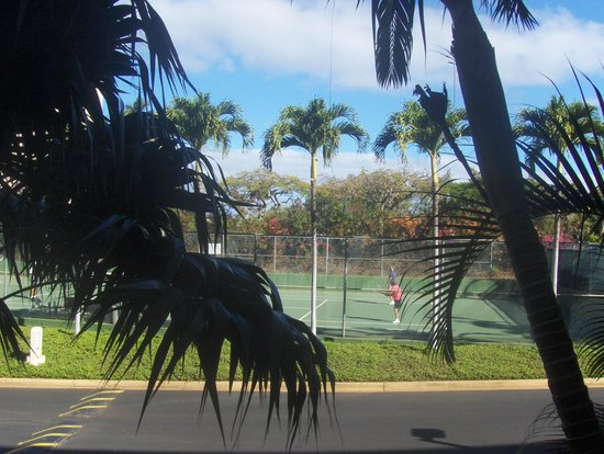 Maui Banyan Vacation Club: View of tennis court from room