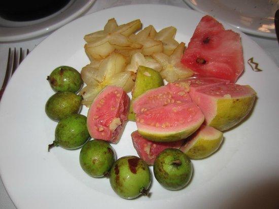 คลับโฮเต็ล ริอูออคโคริออส: Fruta do pequeno almoço