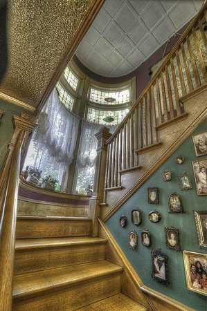 The Jeweled Turret Inn: Grand Staircase - Jeweled Turret