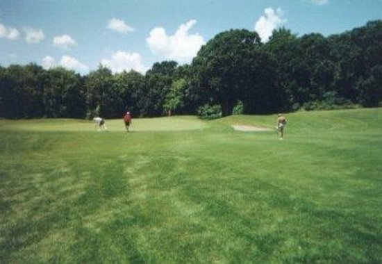 Cedar Inn Motel: Multiple Golf Courses Nearby