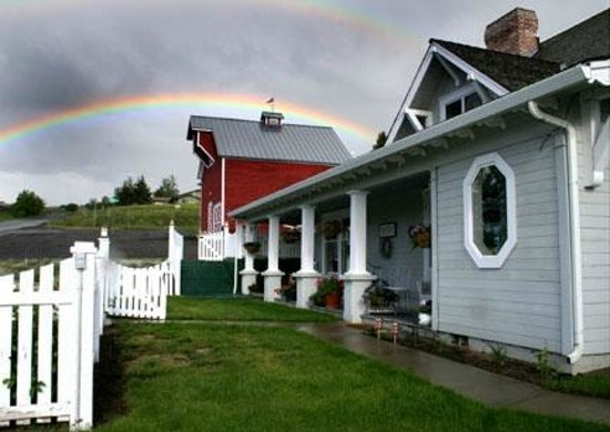 ‪‪1910 Historic Enterprise House Bed & Breakfast‬: Double Rainbow!‬