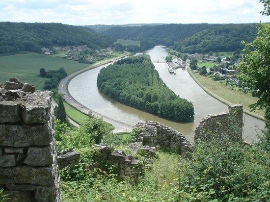 Forteresse Médiévale de Poilvache : L'île de Houx et son écluse-barrage, lieu de passage des panzers allemands le 13 mai 1940